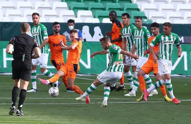 Crónica  Real Betis 2-2 Valencia CF: Otra mano de Álex sale cara al Betis