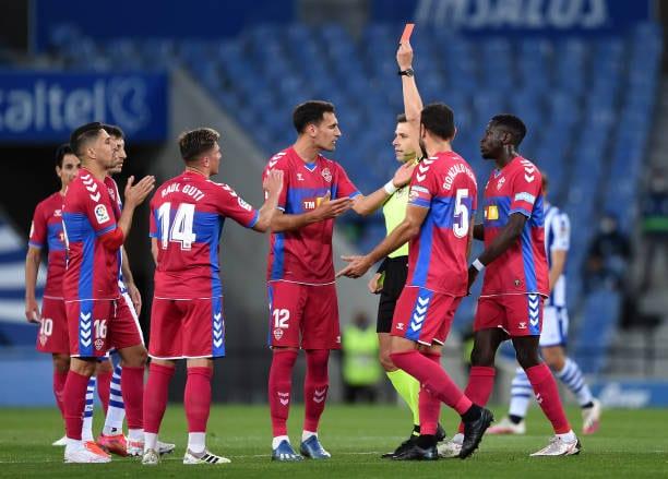 El Elche CF complica su permanencia tras la derrota en San Sebastián